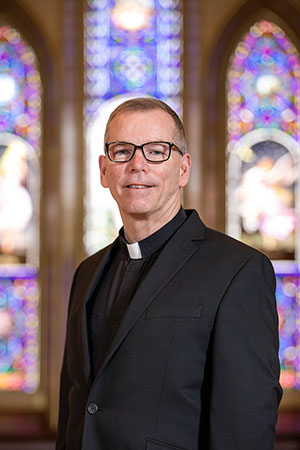 portrait photo of president Tom Looney in the chapel.